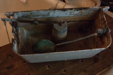 Hochhängender Spülkasten aus Gusseisen Inventar