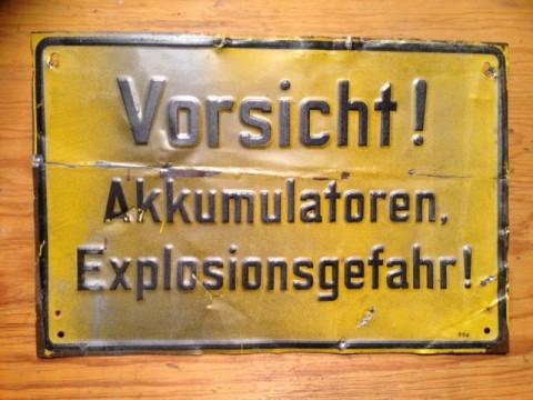 Hinweisschild VORSICHT AKKUMULATOREN EXPLOSIONSGEFAHR