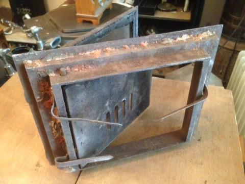 Kachelofen Feuerraumtüre gußeisen um 1880 Rahmen