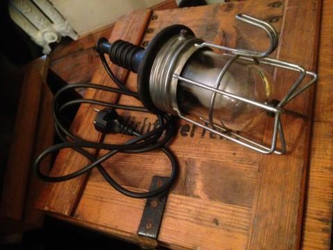 Handleuchte mit Gitterkorb und Anschlußleitung mit Netzstecker
