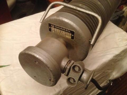 Rippenrohr Heizradiator Anschluß mit Haltebügel