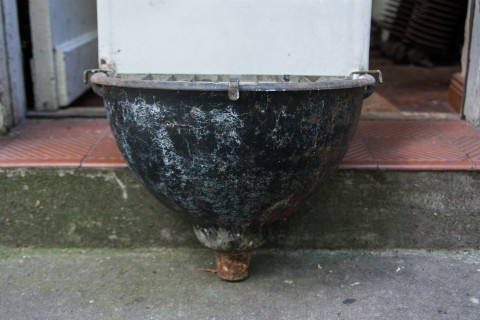Ausgussbecken mit Gittereinsatz Becken