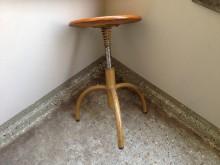 Drehhocker  Werkstattstuhl Seitenansicht